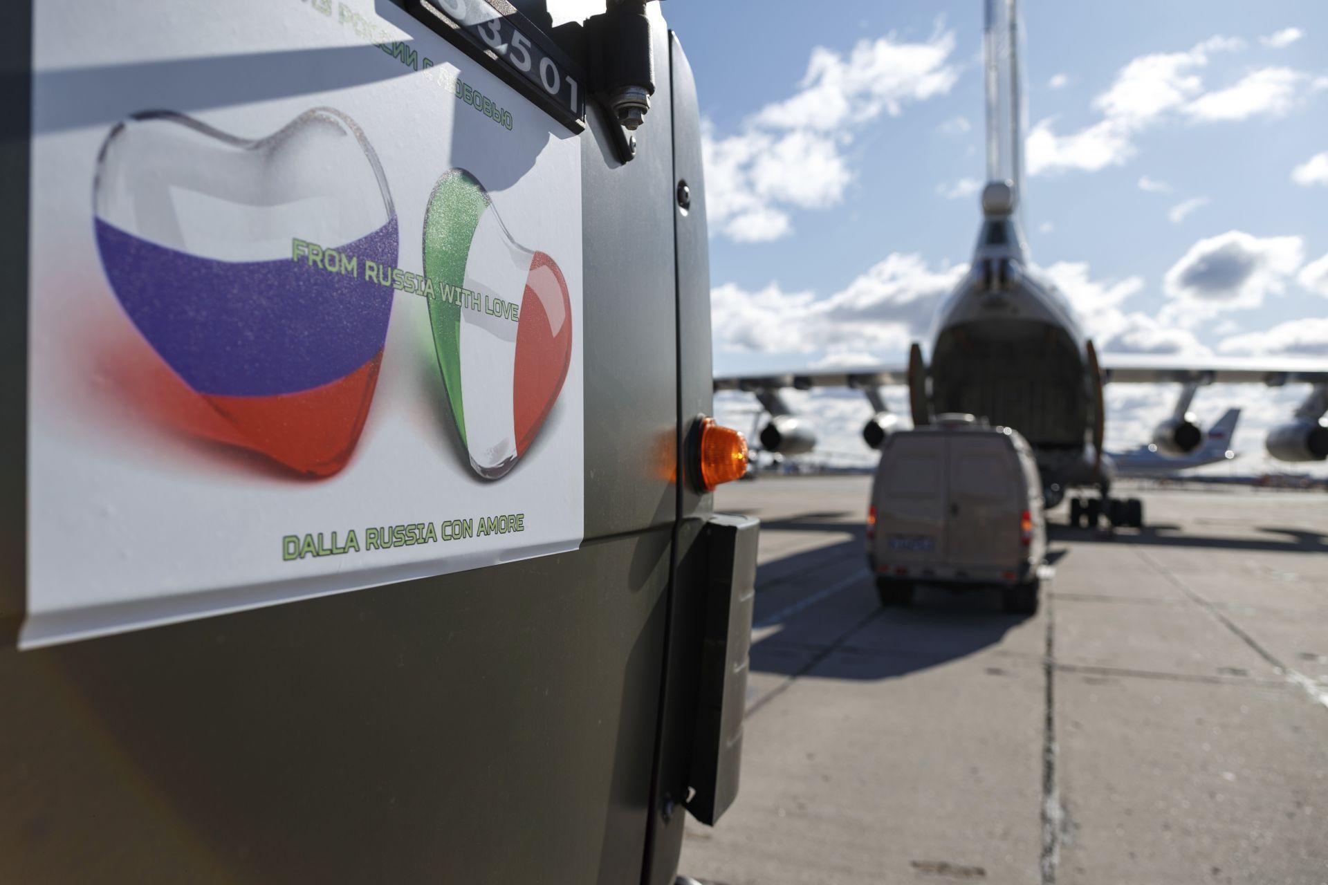 Руски военни самолети доставят помощ на Италия
