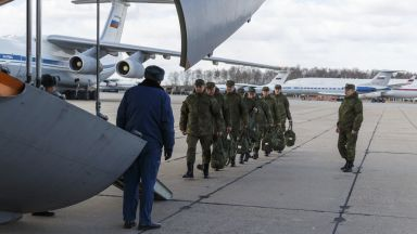 Какво знаем за военните вирусолози, които Русия изпрати в Италия? (снимки и видео)