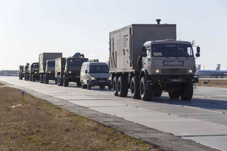 Руски военни транспортират оборудването за Италия до летището край Москва