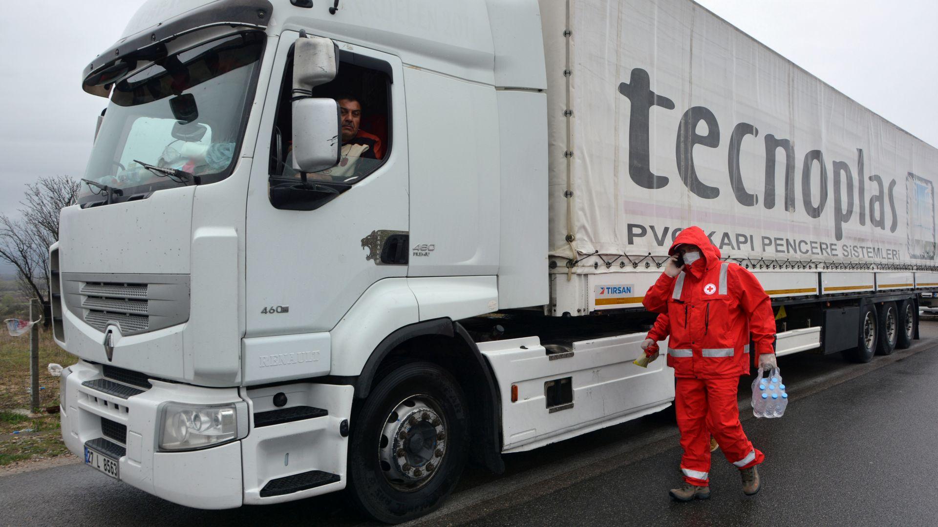 Забраниха транзитно преминаване на ТИР-ове за Турция от 67 държави