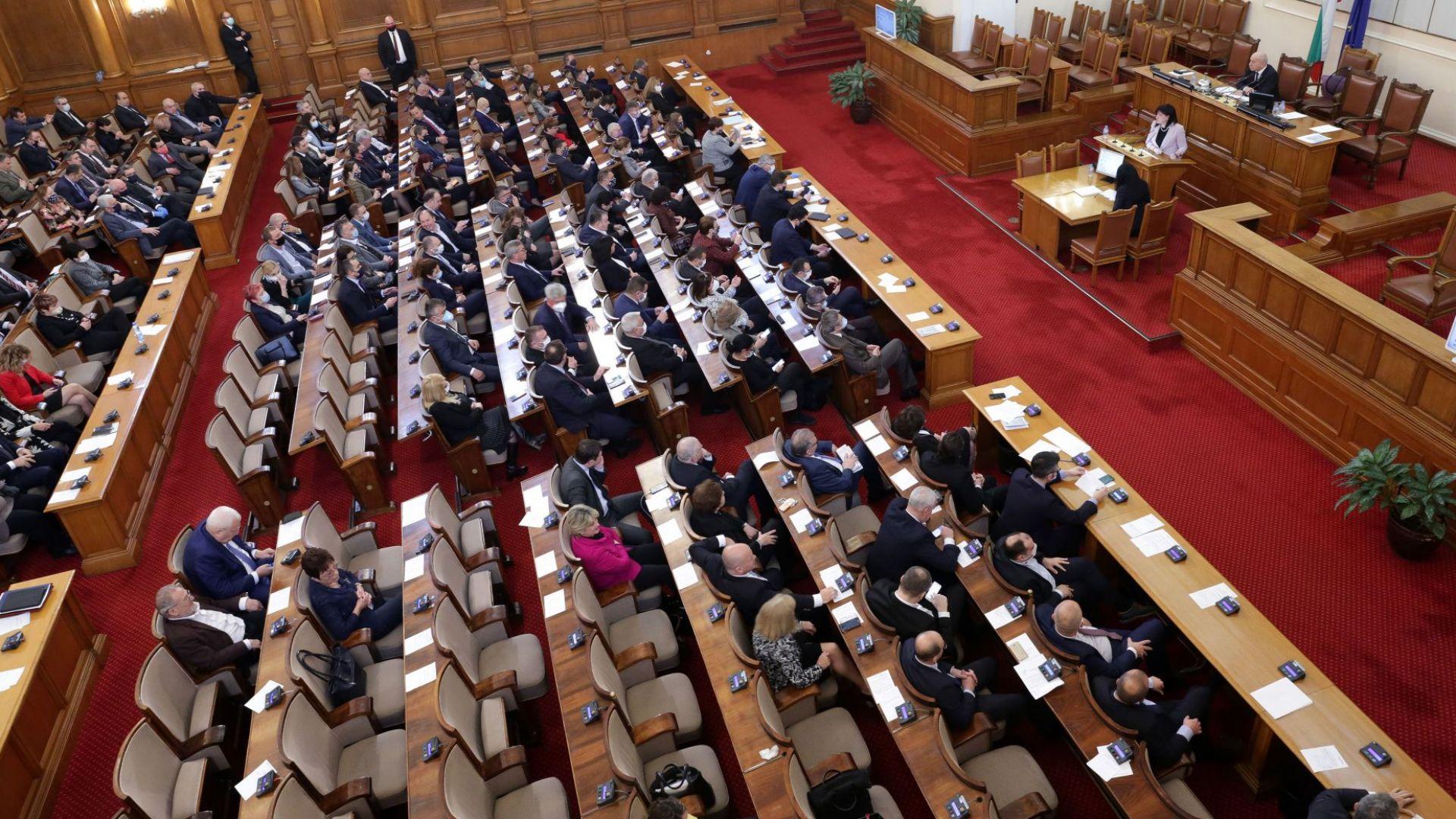 Парламентът заседава по единствена точка днес - изменение на решението