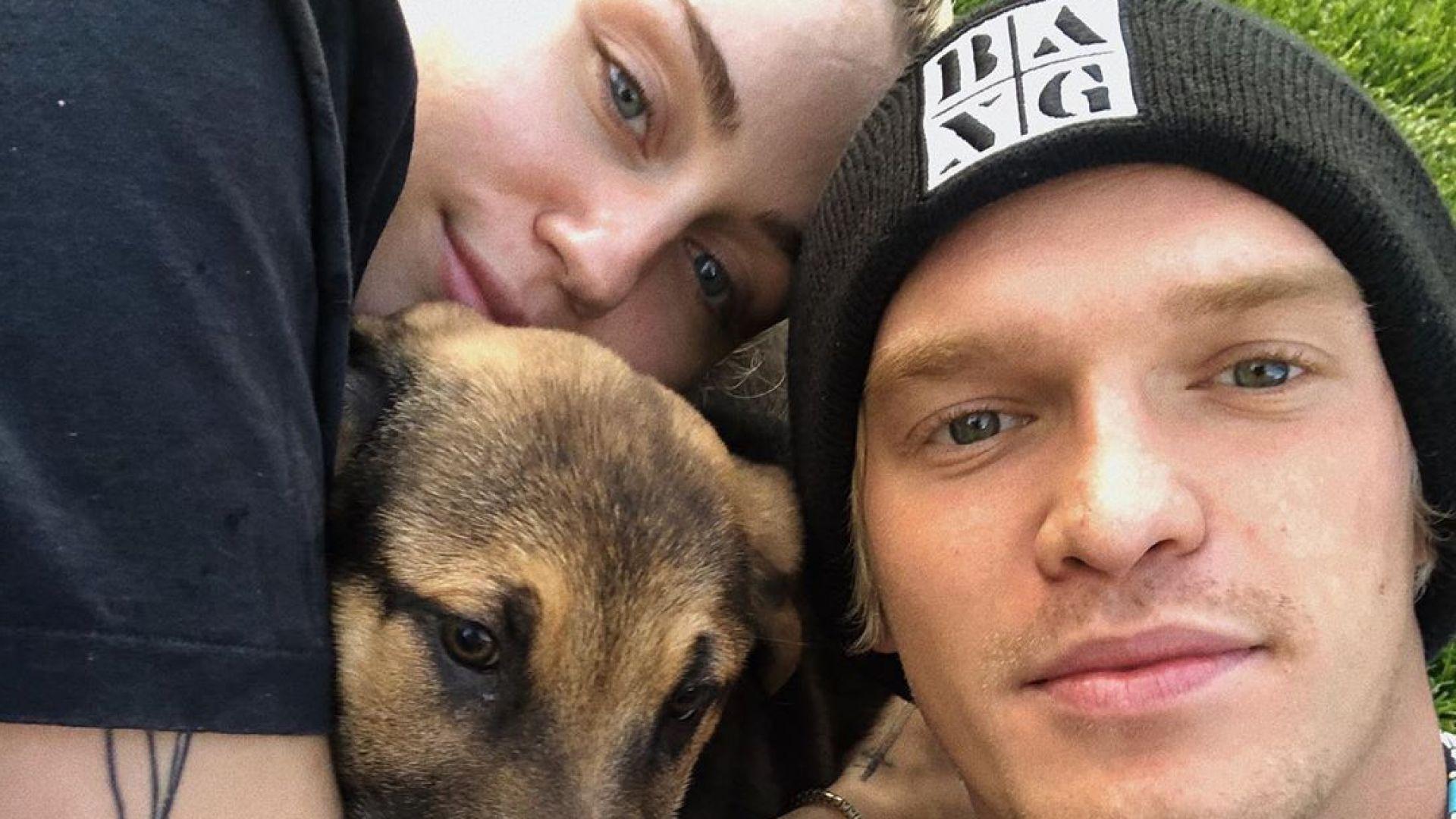 Домашният зоопарк на Майли Сайръс се увеличи с още едно куче