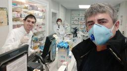Футбол по време на пандемия или как Тони стана аптекар