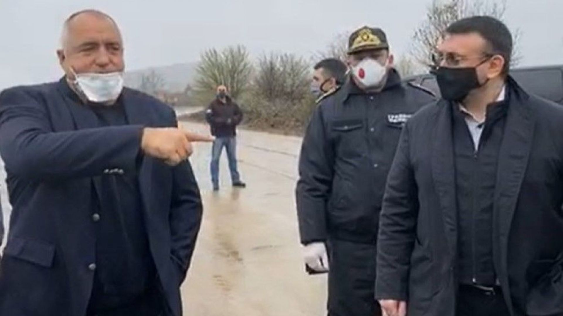 Борисов и Маринов на инспекция заради опашката от ТИР-ове към Турция (видео)