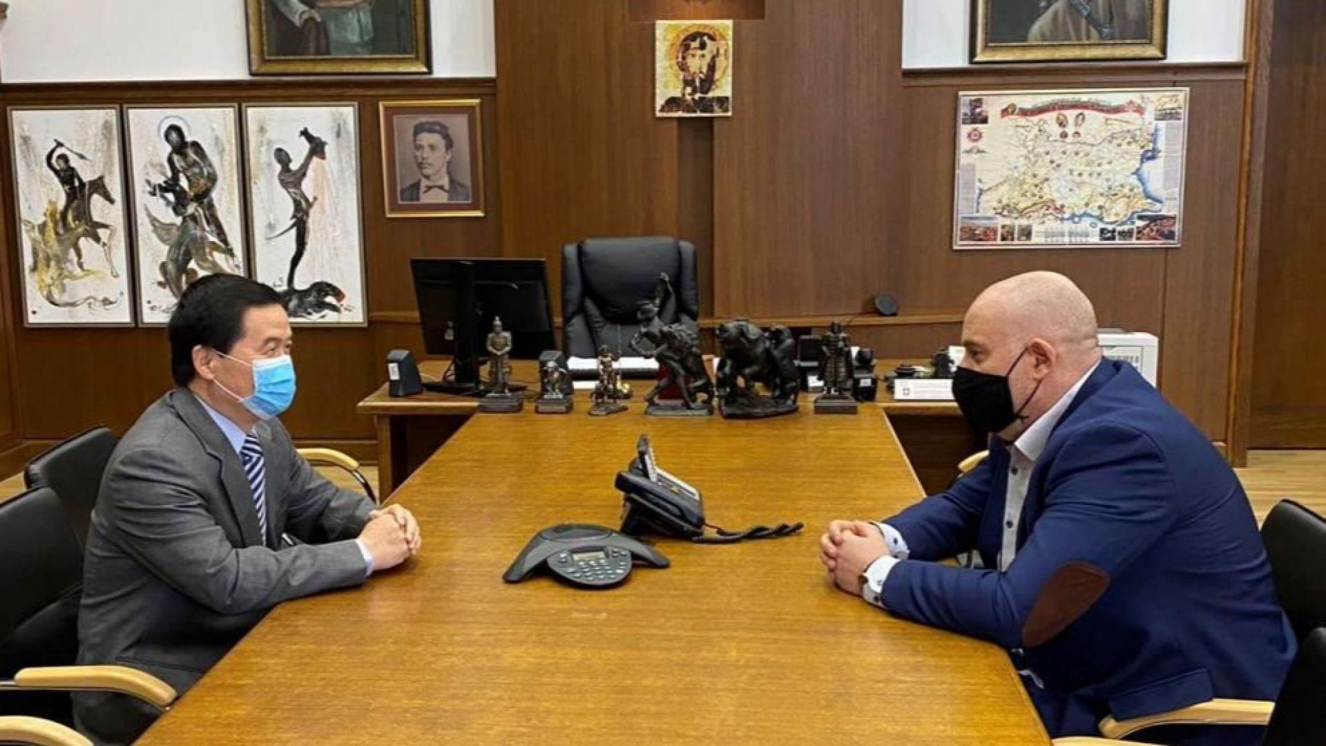Иван Гешев обсъди с китайския посланик борбата срещу коронавирса
