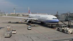 Китай смекчава ограниченията за международните полети