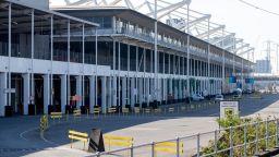 Нова болница за борба с COVID-19 подготвят в Лондон (снимки)