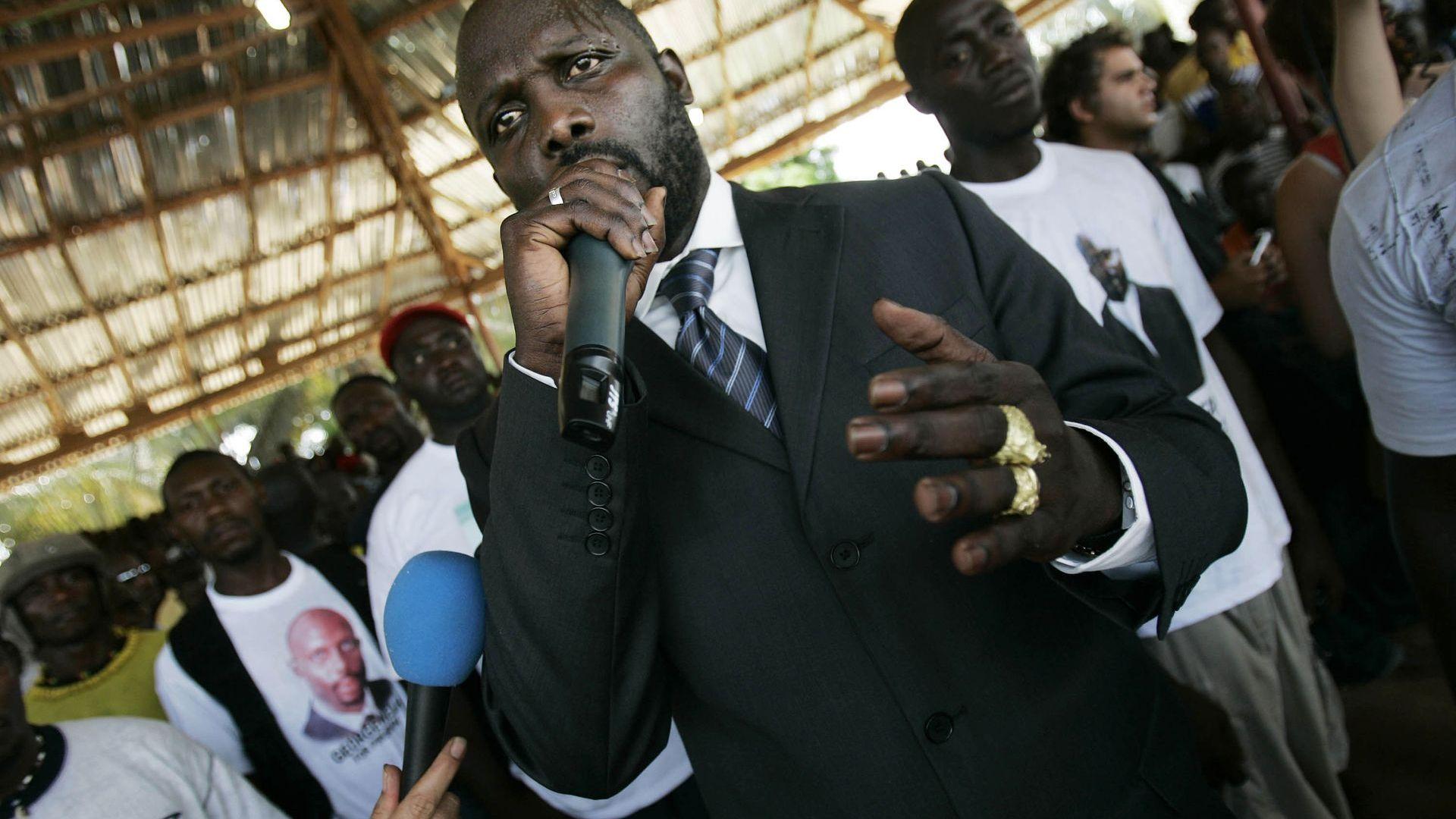 Президентът Джордж Уеа мобилизира с песен за Covid-19 народа на Либерия