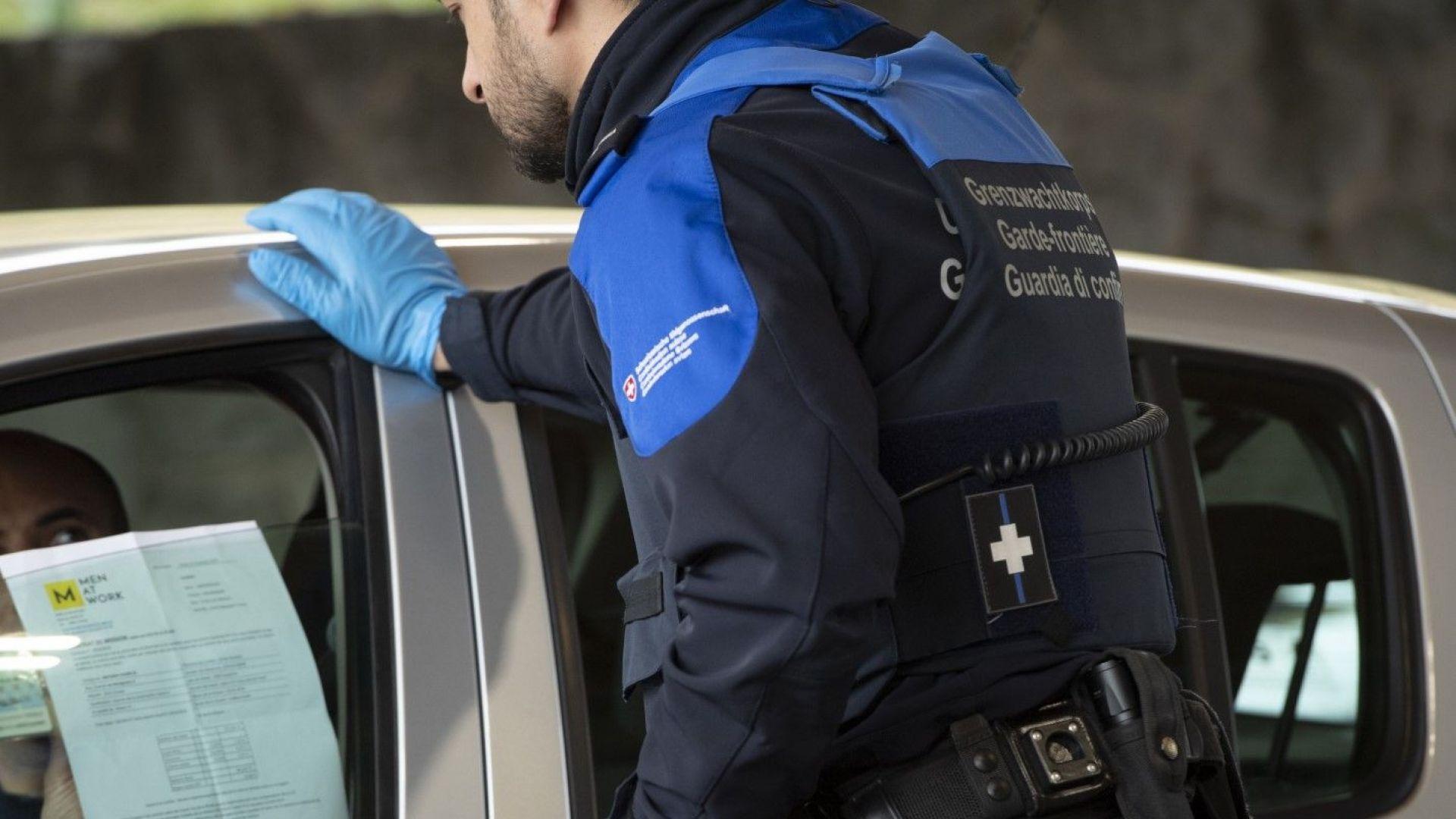 Със SMS-и Швейцария мобилизира в армията 8000 души - банкери, студенти, юристи