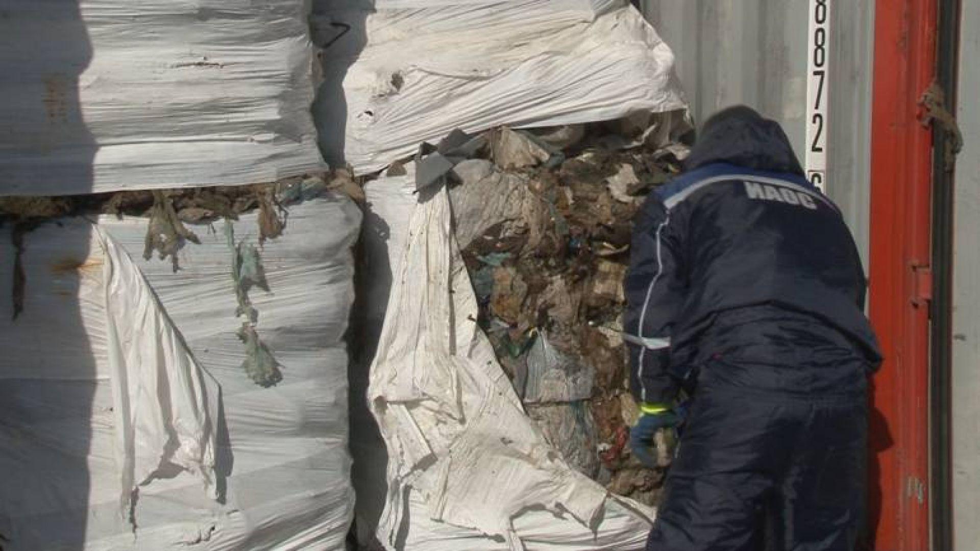 Товарят последните 25 контейнера с боклук за Италия от пристанище Варна