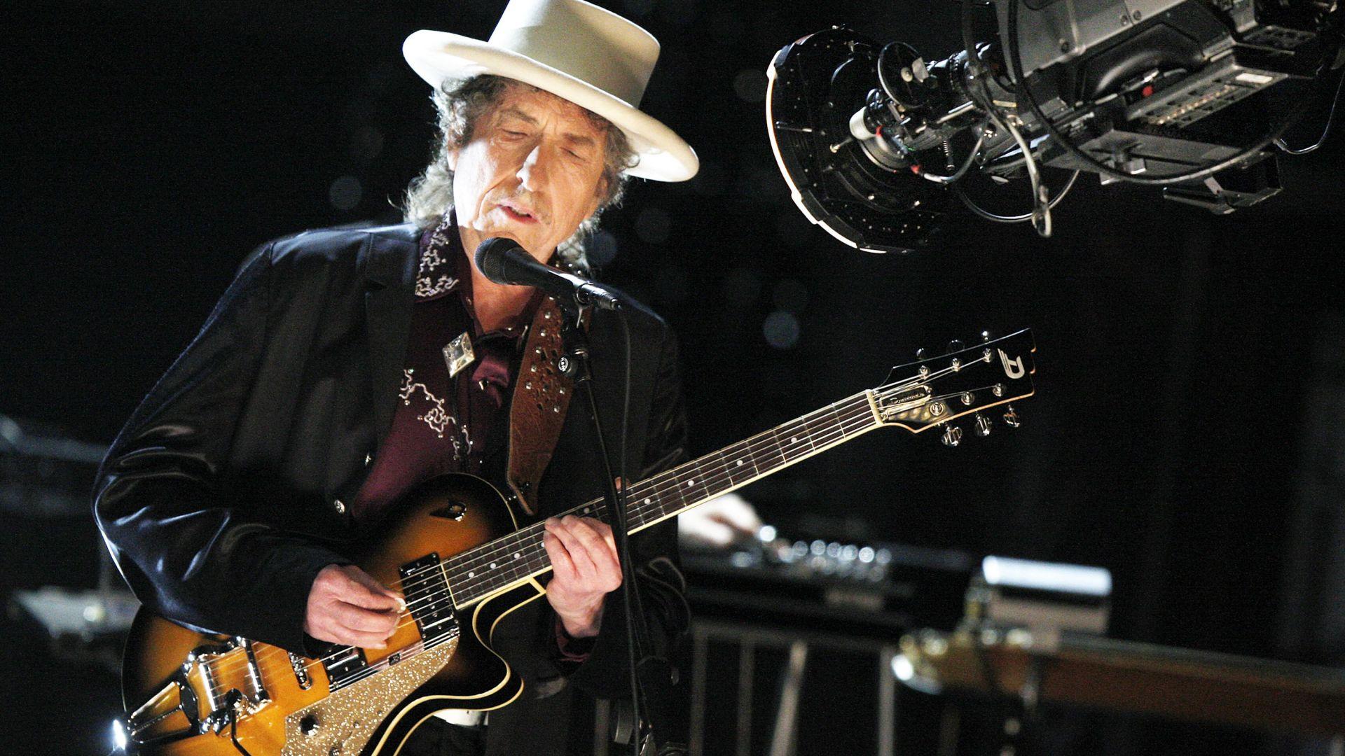 Боб Дилън пусна 17-минутна песен за убийството на Джон Кенеди