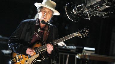 Боб Дилън пусна 17-минутна песен за убийството на Джон Кенеди. Чуйте я!