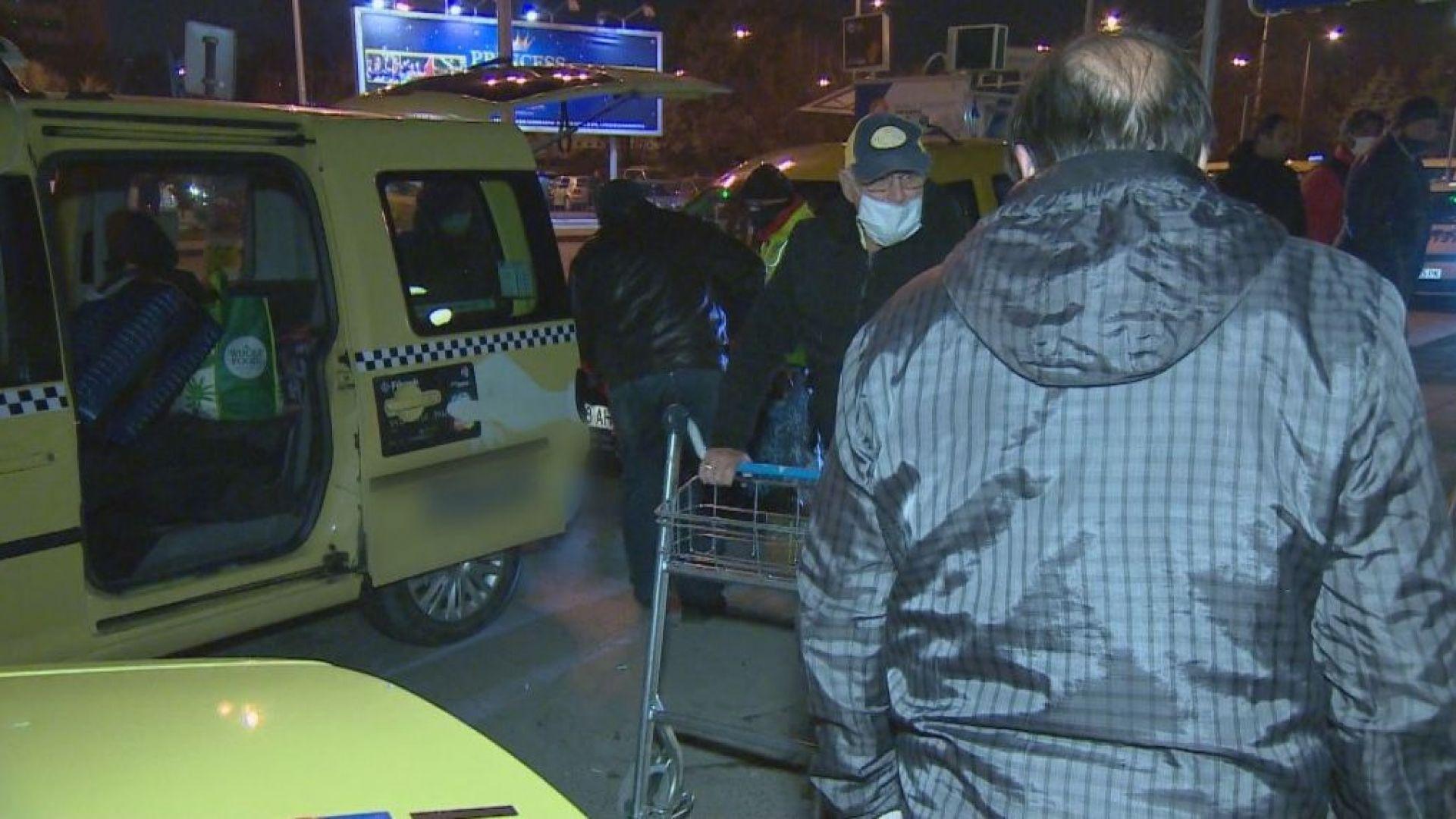Прибирането на българи от чужбина, заради пандемията коронавирус, продължава. Самолет,