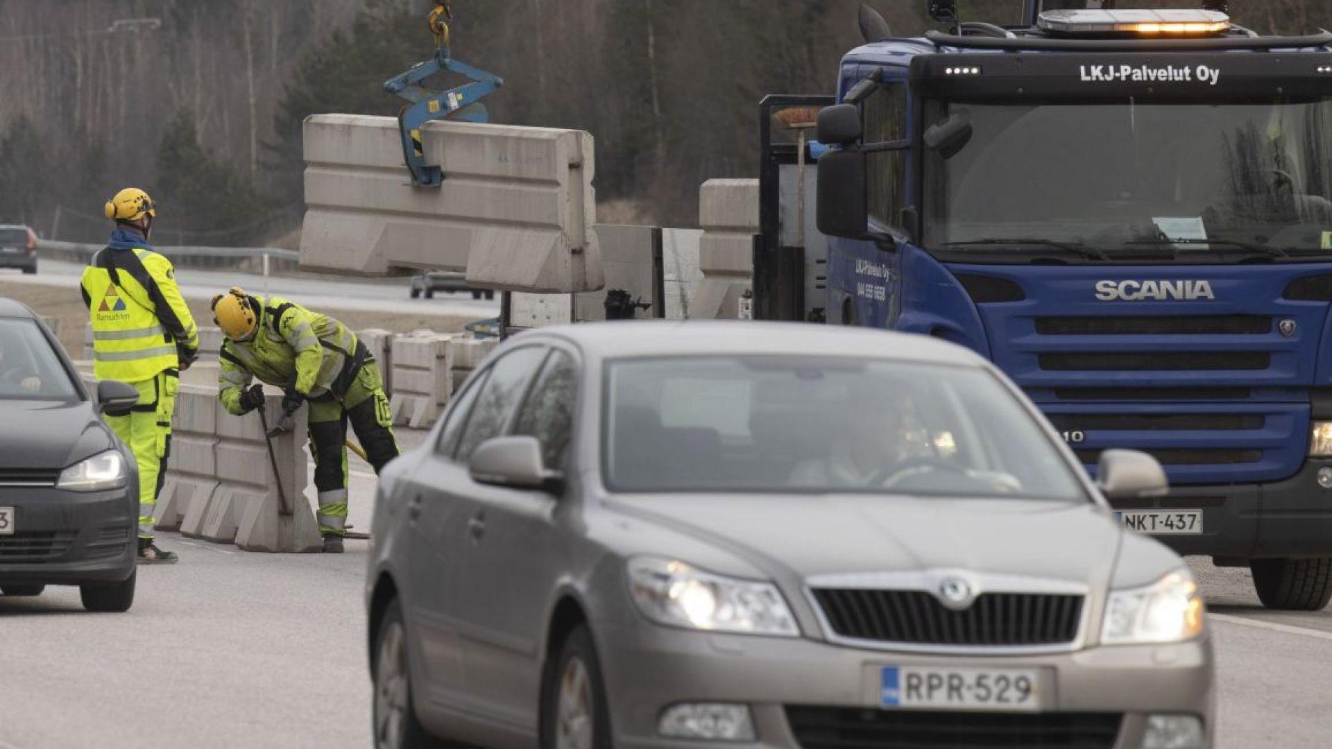 Полицията и армията във Финландия блокираха всички пътища, свързващи столицата