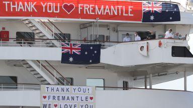 Австралия приюти заразен с коронавирус круизен кораб,  7 души на борда са с COVID-8
