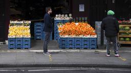 Британците: Българите да дойдат, иначе сме без плодове и зеленчуци