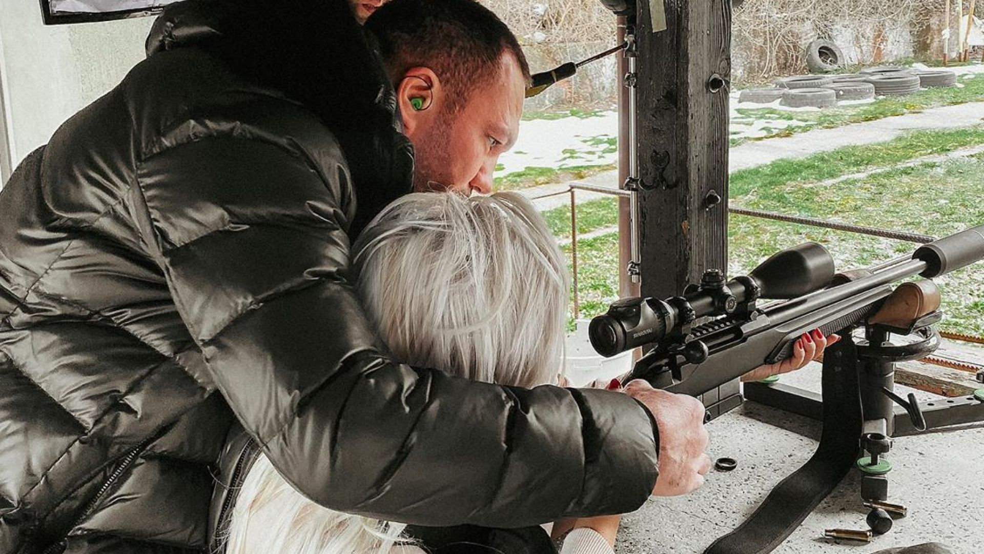 Кубрат Пулев учи Андреа да стреля със снайпер