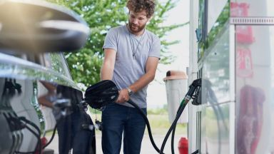 КЗК запечата недостъпния офис на Петролната и газова асоциация