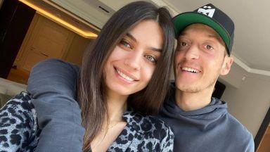 Футболистът на Арсенал Месут Йозил стана татко