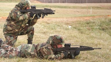Битката на непопулярните: американската карабина XM8 срещу руския автомат АН-94