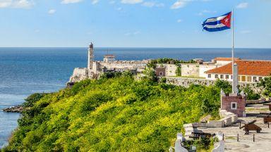 Куба спря всички пристигащи полети и гони чужди кораби, за да спре заразата
