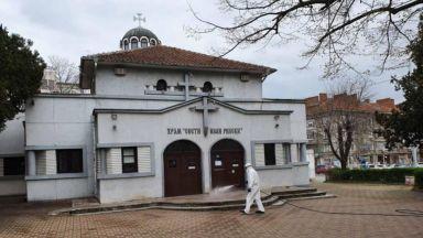 Започна пълна дезинфекция на църквите в Бургас