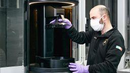 Lamborghini произвежда медицински щитове с 3D принтер