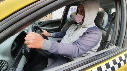 Как такси спира опасния вирус в колата (снимки)