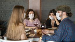 Дали алкохолът е стока от първа необходимост по време на кризата  с коронавируса?