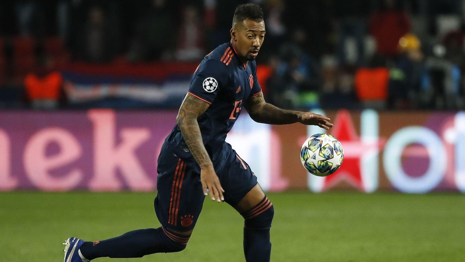 Играч на Байерн призова колегите си да коленичат в Шампионска лига