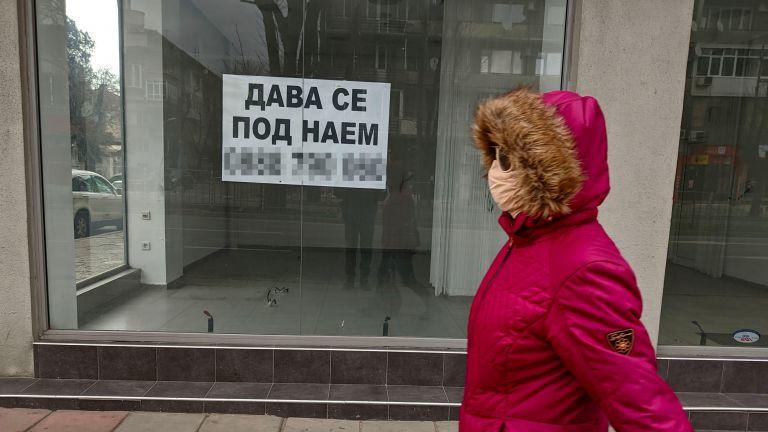 Магазините в центъра на Варна масово затвориха (снимки)