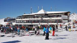 Обвиниха австрийски ски курорт за заразяването на стотици чужденци