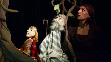 """В магията на българското народно творчество със спектакъла """"Неродена мома"""" - безплатно и онлайн"""
