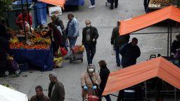 Гърция удължи социалната изолация до 27 април, всички с маски  в Турция