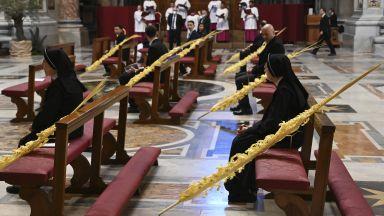 Папата отслужи необичайна литургия по повод Палмова неделя (снимки)