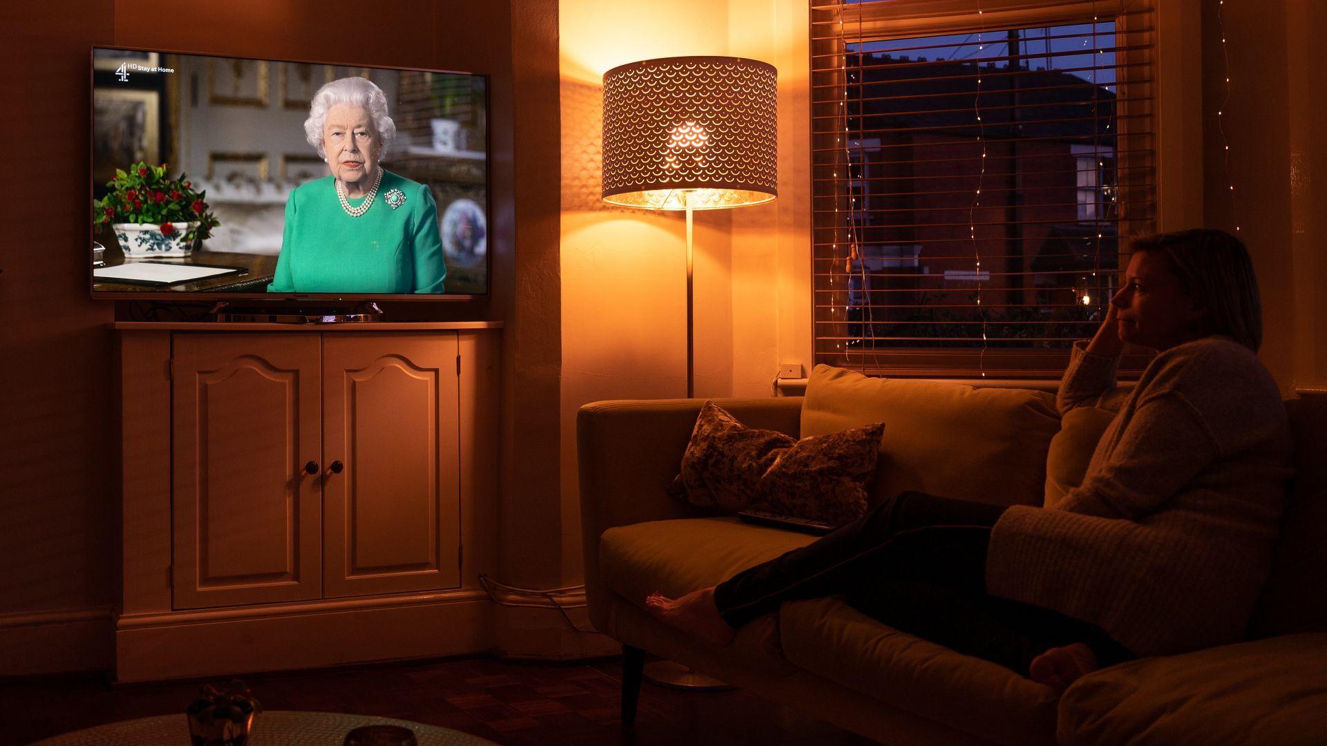 Кралица Елизабет Втора благодари на хората, лекуващи болни от Ковид-19