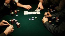11 картоиграчи глобени в Бургас за нарушаване на противоепидемичните мерки
