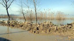 Дигата на река Марица край Ветрен е пред скъсване заради дъжда и снеготопенето