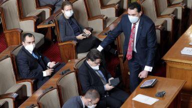 Депутатите остават без заплати за времето на извънредното положение