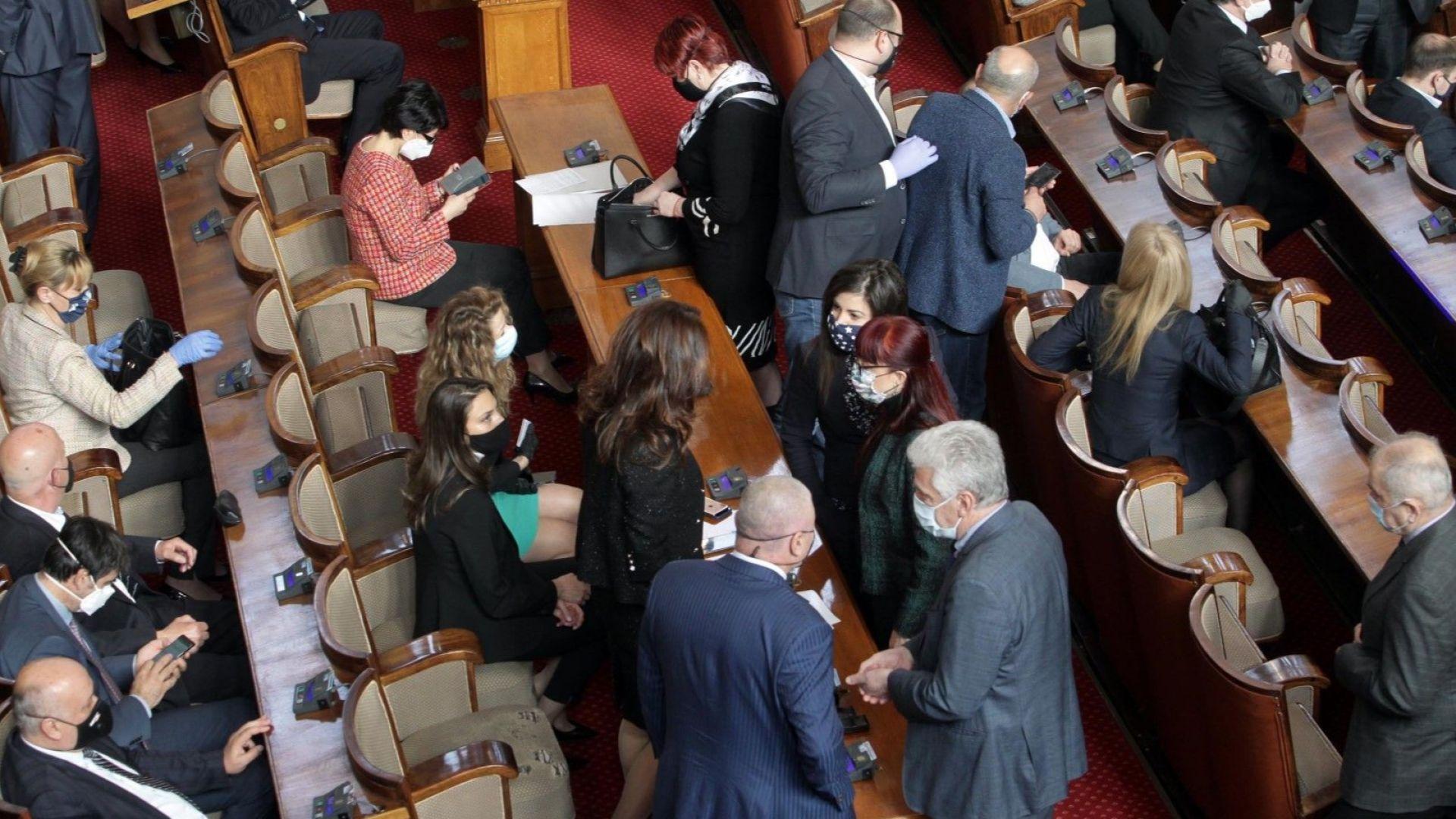 """ВМРО настоява за реализацията на проектите за въоръжаване, от """"Воля"""" са против"""