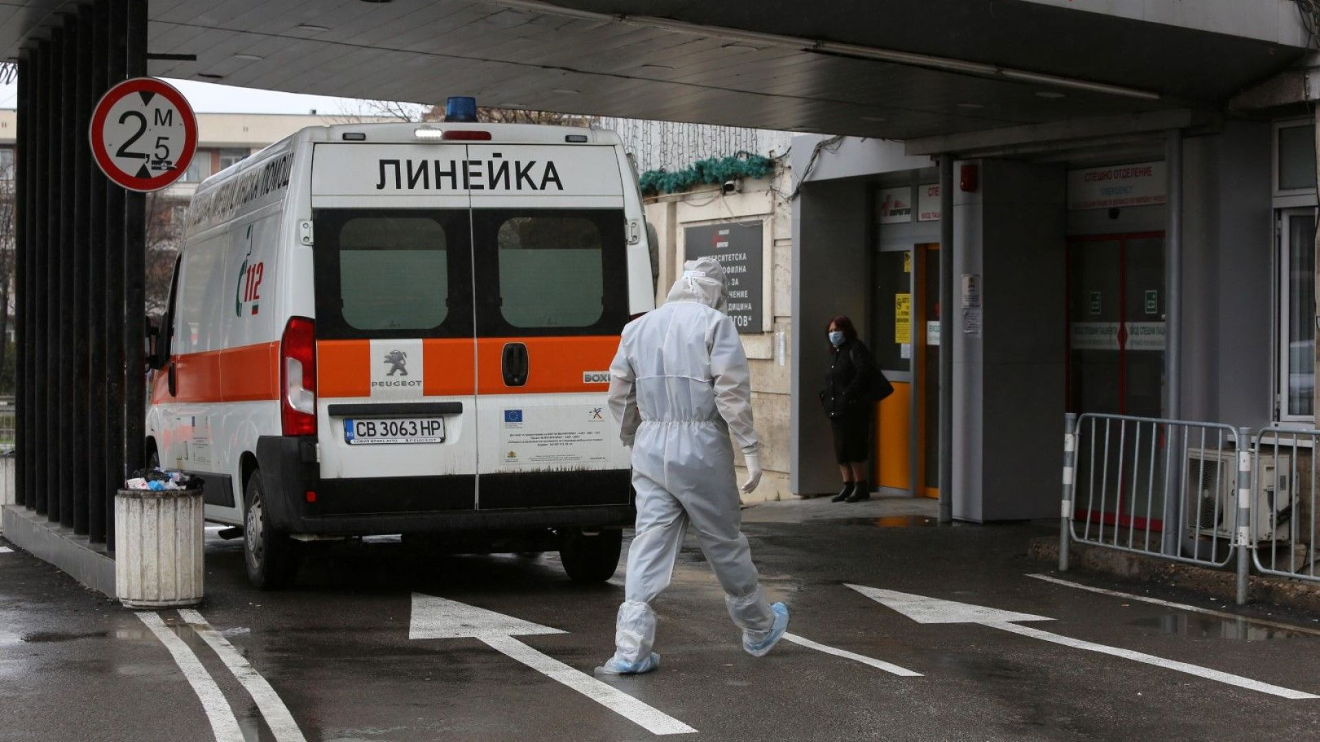 201 с COVID-19 са настанени в болница, 90-годишна жена почина