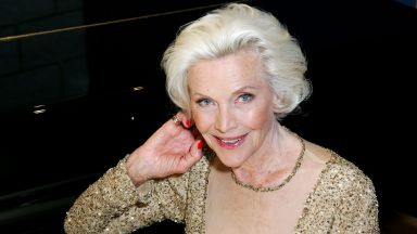 Момиче на Джеймс Бонд почина на 94-годишна възраст