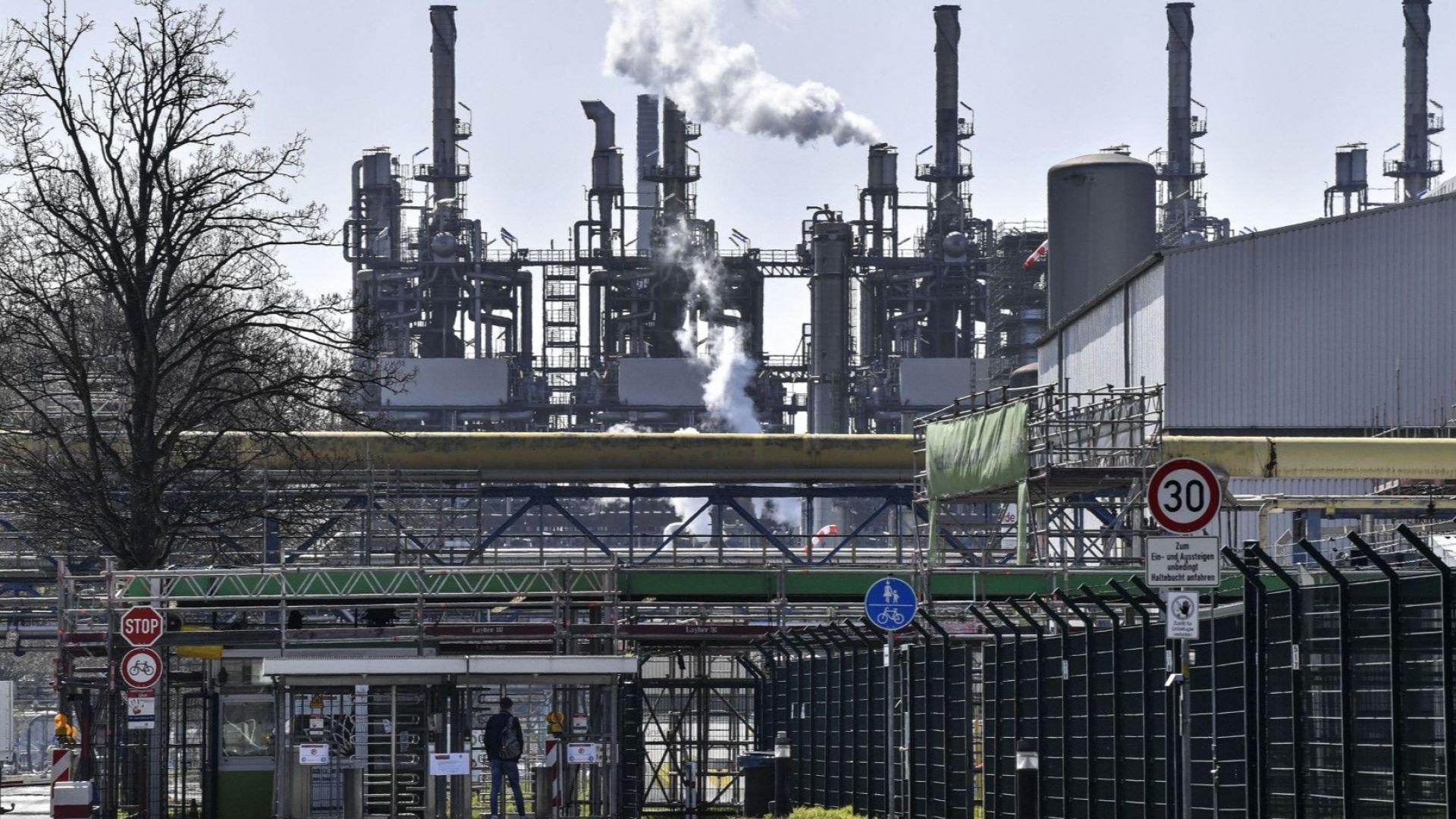 Близо 650 000 компании в Германия са поискали частична безработица за служителите си