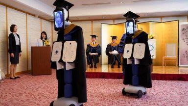Роботи заменят студенти на дипломирането им заради пандемията