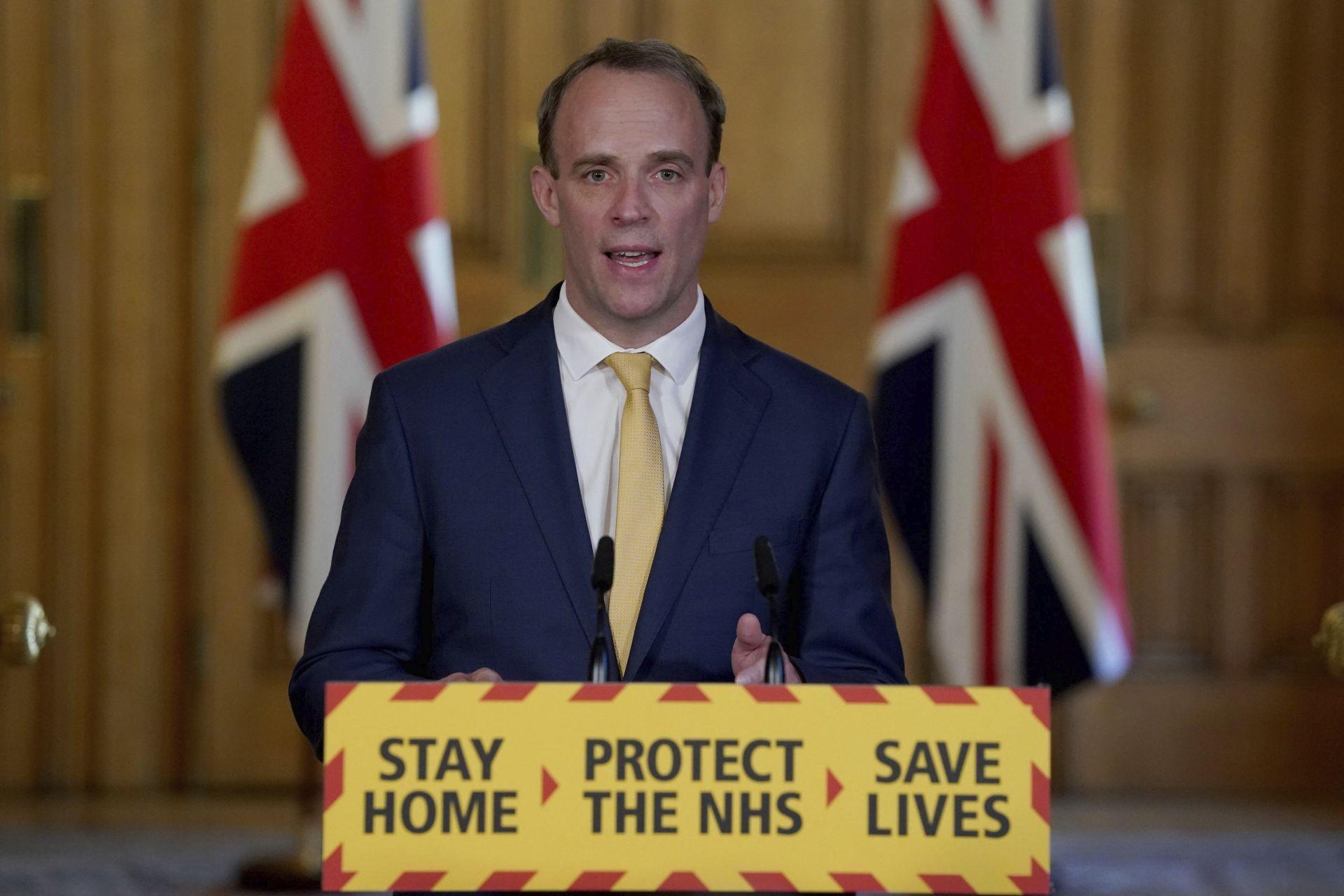 Британският външен министър Доминик Рааб ще ръководи британското правителство, докато премиерът Борис Джонсън е в интензивно отделение