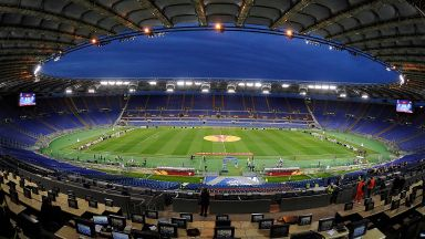 Италия изолира отборите си в един град, за да доиграе първенството