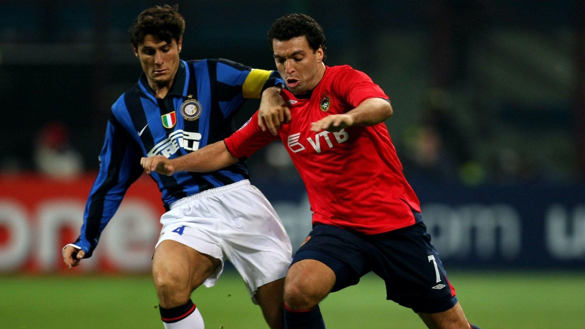 """Носител на Купата на УЕФА  продаде """"кариерата си"""", за да помогне на нуждаещите се"""