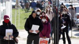 Повече наети, отколкото безработни: за първи път тенденцията се обърна