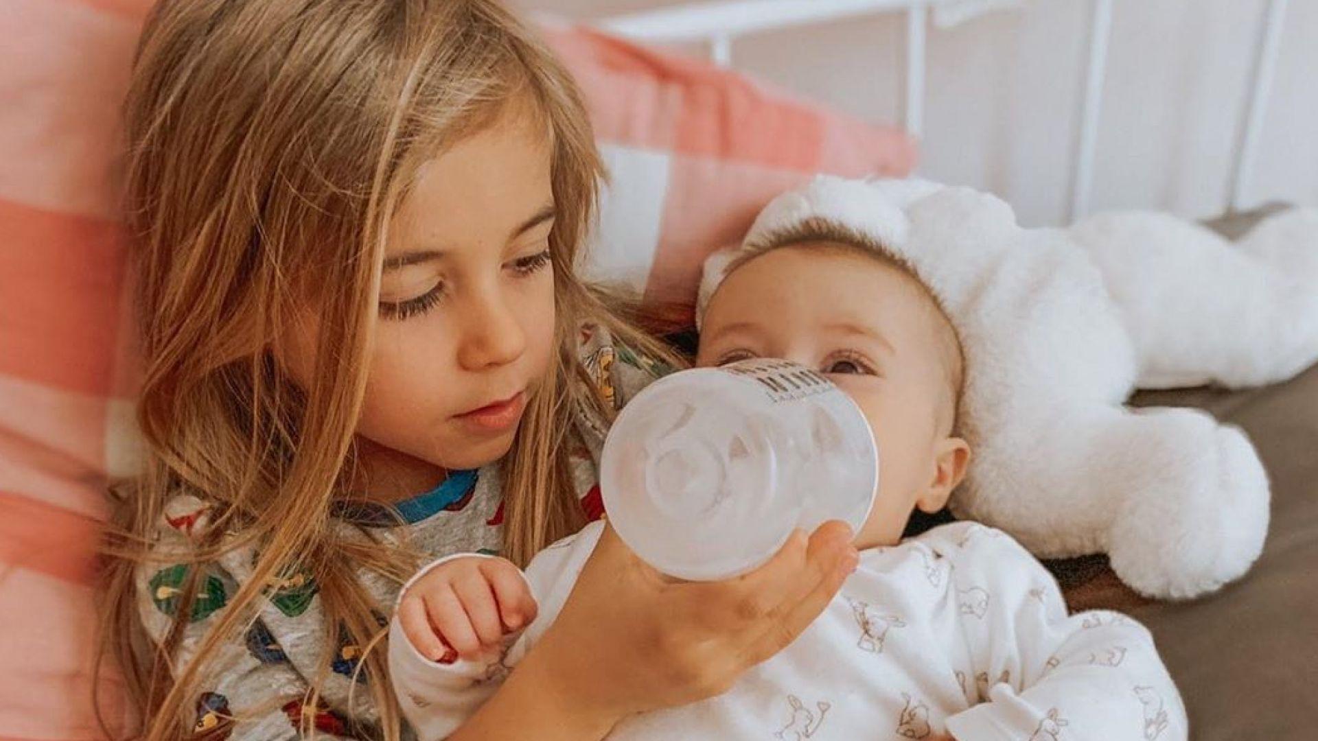 Внукът на Маги Халваджиян се грижи за малката си сестричка