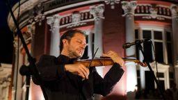 Концерт на Варненската филхармония край фонтана с Маестро Мартин Пантелеев